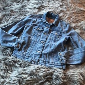 Vintage Levi's denim trucker jacket 4 pocket cute